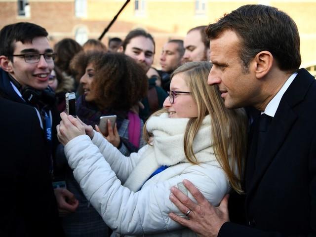 Emmanuel Macron de retour au pays