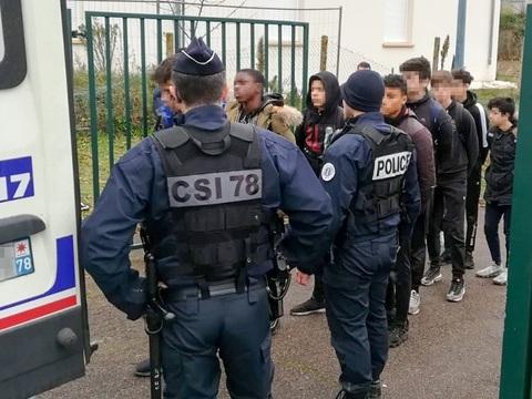VIDEO. Blocage des lycées: Ce que l'on sait de l'arrestation de lycéens à Mantes-la-Jolie