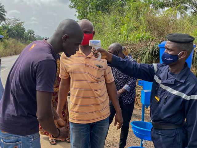 Ebola en Guinée: les habitants de la région de Nzérékoré s'habituent aux barrages sanitaires