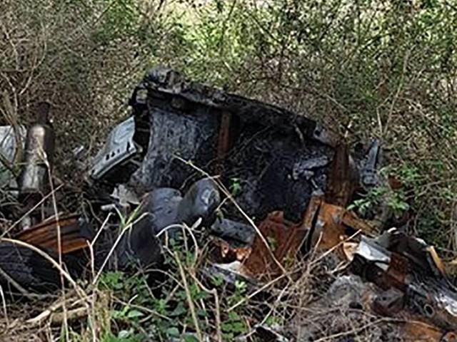 """La """"makoterie"""" du jour : une carcasse de voiture oubliée depuis bien longtemps"""