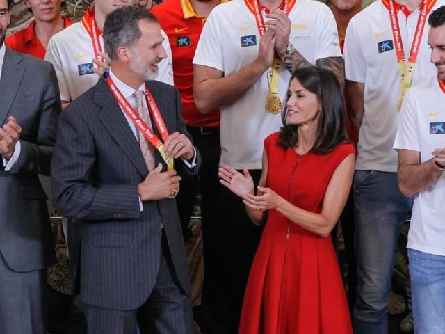 Letizia d'Espagne : Élégante patriote avec Felipe et les basketteurs champions
