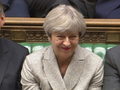 GB: Theresa May reprend les négociations pour un accord de gouvernement