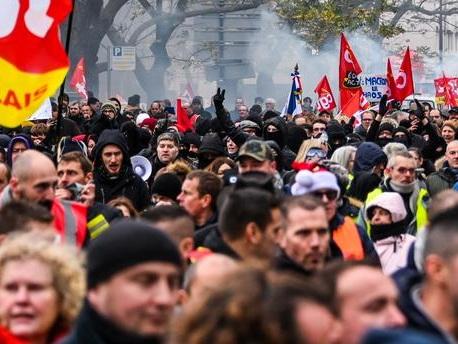 Etudiants en journalisme arrêtés en marge de la manifestation contre les retraites : que s'est-il passé ?