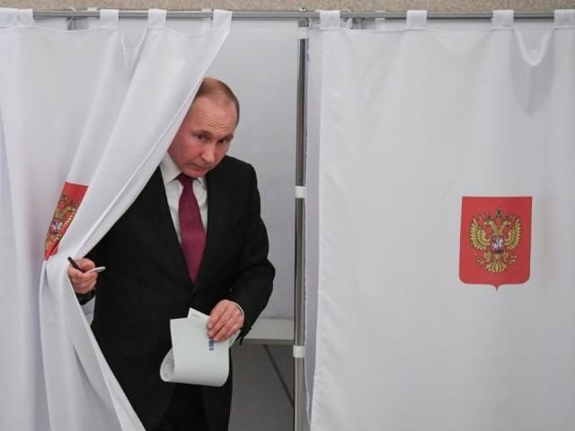Les Russes aux urnes, triomphe prévisible de Poutine