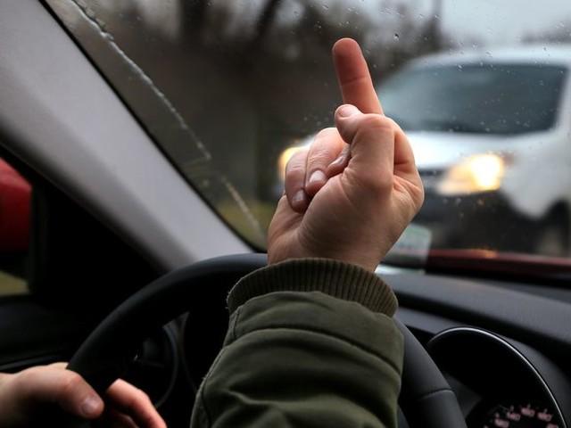 Rage au volant : un automobiliste dans le coma suite à une bagarre au bord de la route à Néac