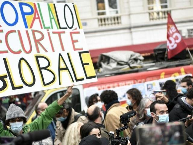 """Nathalie Sarles, première députée LREM à voter contre la loi """"Sécurité globale"""""""