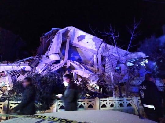 Au moins dix-huit morts dans un puissant séisme en Turquie