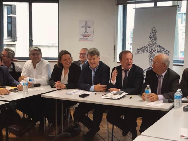 """""""Chers compagnons"""" : à Saint-Denis, gauche et droite officialisent leur union sacrée contre la privatisation d'ADP"""