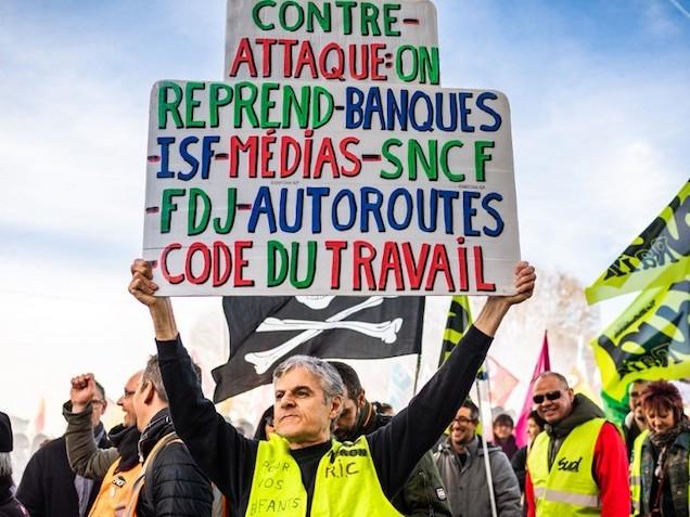 """""""La peur doit changer de camp"""" : gilets jaunes, étudiants et syndicalistes appellent à la mobilisation contre la réforme des retraites"""