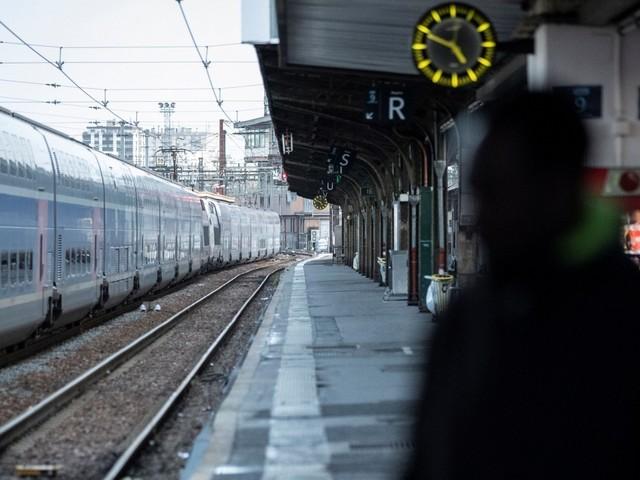 Grèves : trafic SNCF en amélioration ce week-end, 7 lignes de métro circuleront normalement à Paris samedi