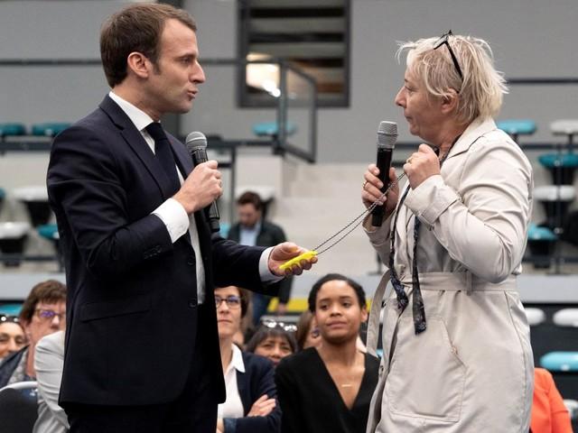 Emmanuel Macron vivement interpellé à Pessac pendant un débat