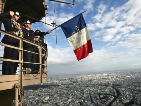 A la Libération de Paris, la revanche personnelle d'un pompier au sommet de la Tour Eiffel