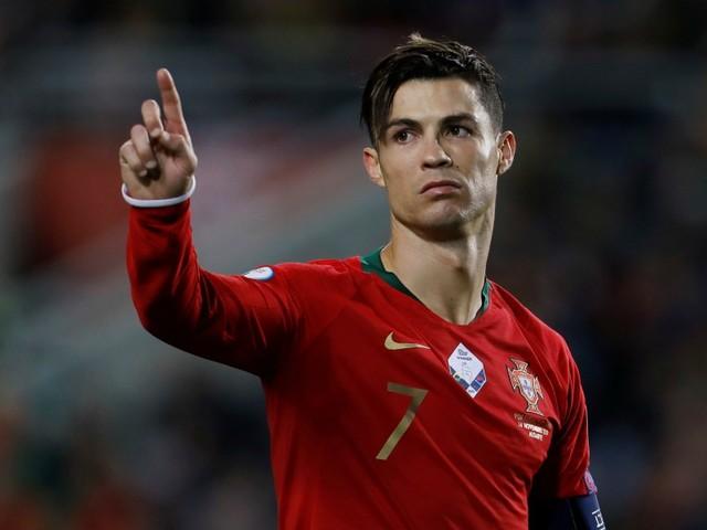 Portugal: Ronaldo titulaire et toujours en quête de son 100e but