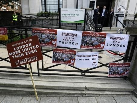 Le Royaume-Uni affiche son unité pour commémorer l'attentat de Finsbury Park