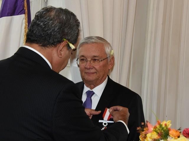 Le sénateur Magras décoré par Fritch à Paris