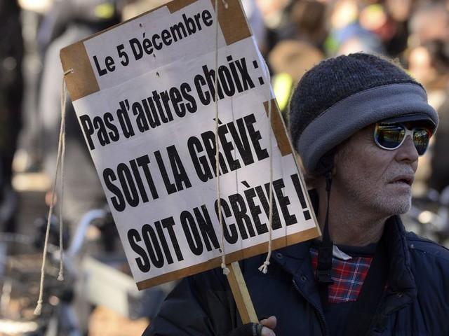 Réforme des retraites en France: la grève des transports continue