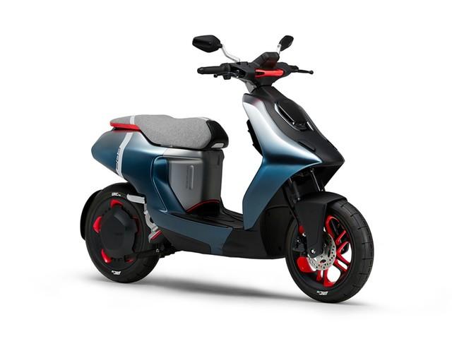 Une rentrée électrique pour Yamaha : deux scooters aux coloris osés s'invitent à la fête