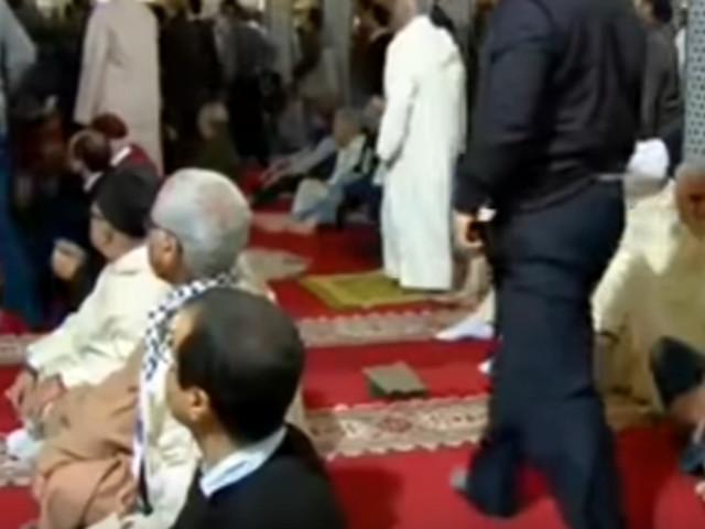 Ce que l'on sait de l'homme armé qui a tenté d'attaquer un imam pendant la prière du vendredi