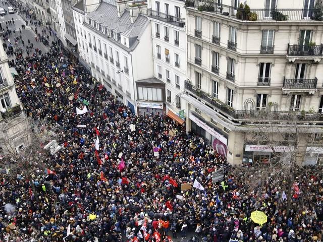 La participation à la grève du 5 décembre dépasse les 800.000 manifestants selon la préfecture