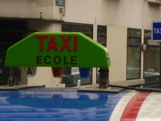 La vie est de plus en plus dure pour les taxis et les auto-écoles
