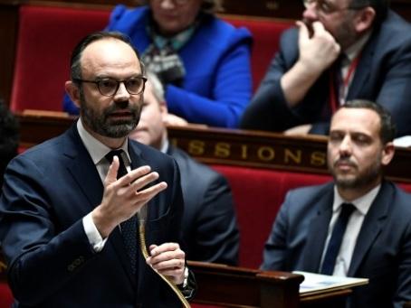 """Face à dix Français, Édouard Philippe dans un débat télévisé """"intense"""""""