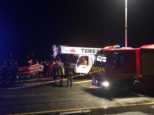Saint-Nazaire : une voiture plonge dans le port, son conducteur coincé à l'intérieur