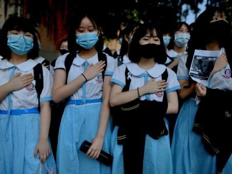 Hong Kong: sit-in devant l'école du manifestant pro-démocratie blessé par balle