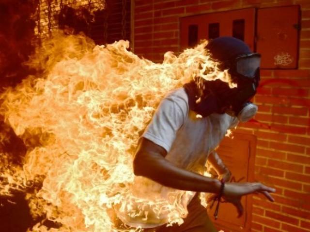 Un cliché AFP d'un manifestant au Venezuela nommé pour la photo de l'année