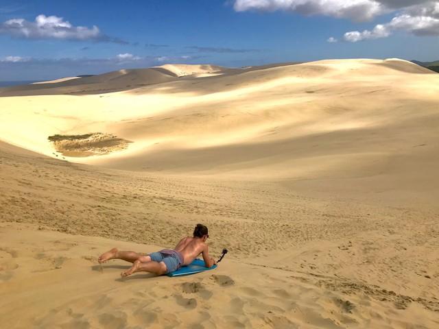 Dévaler les Te Paki Sand Dunes en Nouvelle-Zélande en bodyboard