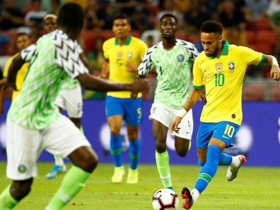 Foot - BRE - Neymar touché à une cuisse avec le Brésil contre le Nigeria