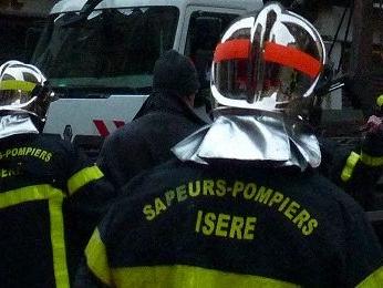Villefontaine : un feu de détritus enfume toute une galerie commerciale