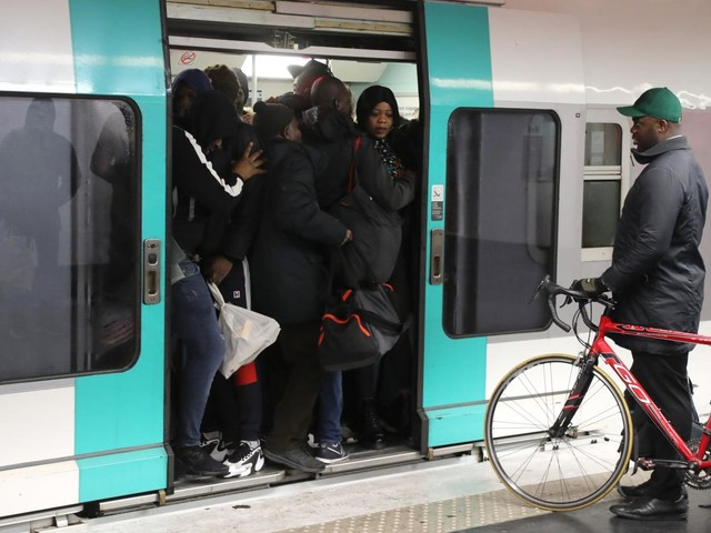 DIRECT. Grève du 10 décembre : suivez la journée de mobilisation à la RATP et la SNCF en temps réel et les perturbations dans les écoles et les crèches