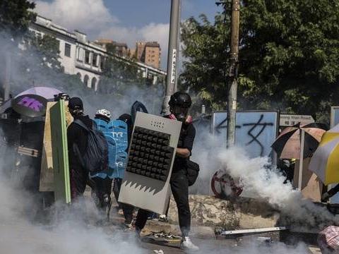 Hong Kong : Nouveaux heurts ce dimanche, un policier blessé par une flèche