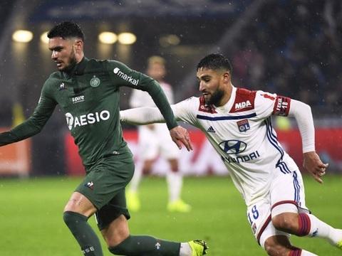 EN DIRECT. Saint-Etienne-Lyon: Hamouma surprend la défense lyonnaise en contre...