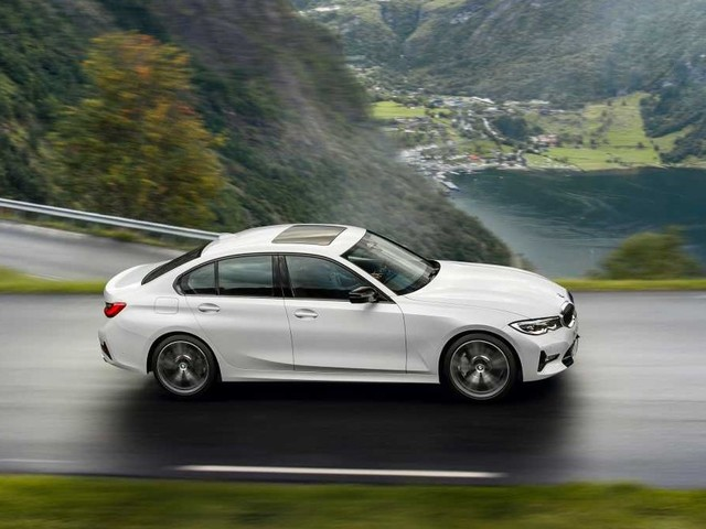 """BMW 318i : la Série 3 """"premier prix"""" conserve un 4 cylindres"""