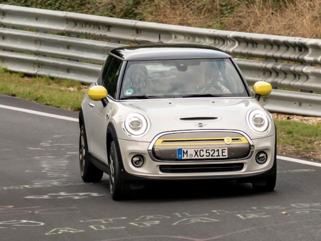 Mini Cooper SE : elle tourne sur le Nürburgring sans freiner !