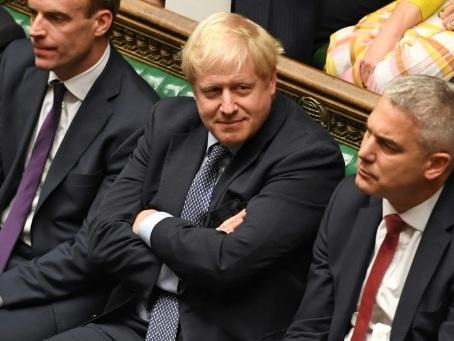 Brexit: Johnson empêché de faire adopter son accord