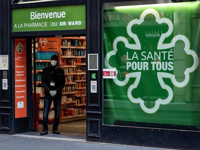 """""""Sur le chantier, on évite au maximum les contacts avec les ouvriers"""" : la semaine d'Almamy, agent de sécurité en région parisienne"""