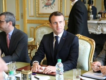 """""""Gilets jaunes"""": Macron estime que """"la seule réponse possible est une réponse de sécurité"""" (proche)"""