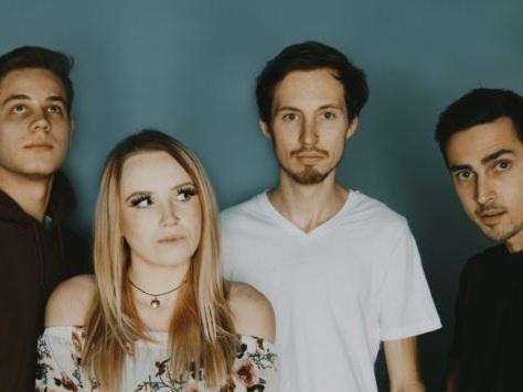 Carried Away : nouveau single, July (vidéo paroles)