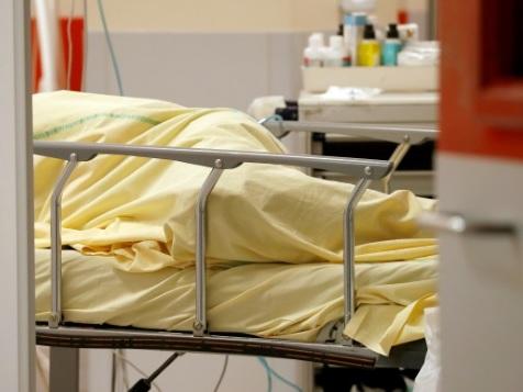 Hôpital: des lits fermés faute de soignants, les salaires en question