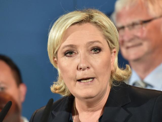 Marine Le Pen espère quand même constituer un groupe à l'Assemblée, elle devra rallier des députés hors FN