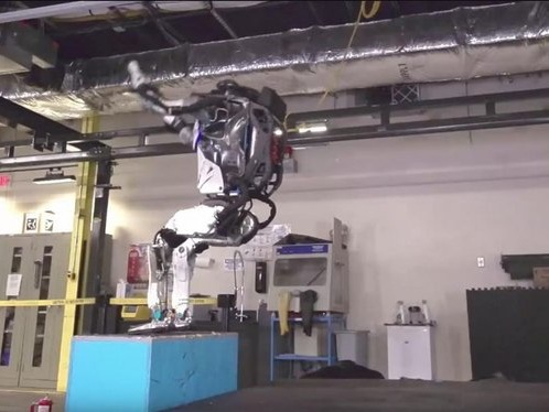 Le robot de Boston Dynamics fait de saltos arrière (et pas vous)