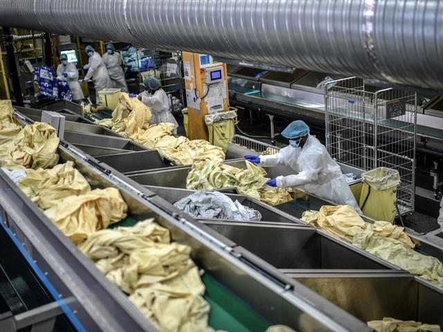 """La blanchisserie de la Pitié-Salpêtrière digère 33 tonnes de linge """"potentiellement contaminé"""" par jour"""