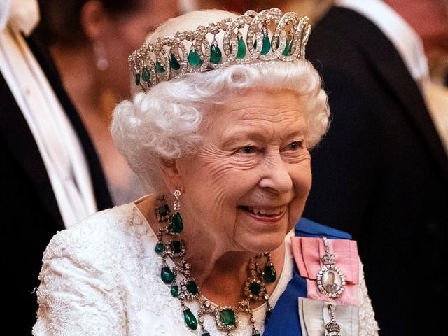 La reine d'Angleterre cherche un CM, vous pouvez postuler sur LinkedIn