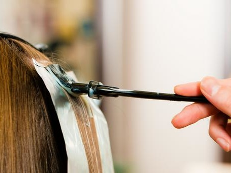 Asthme, rhinite, choc anaphylactique... les décolorants pour cheveux à l'origine de nombreuses pathologies