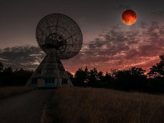 Le signal extraterrestre qui se répète pourrait venir des aliens selon un chercheur de Harvard