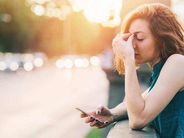 Faut-il bloquer de son ex ou s'en désabonner sur les réseaux sociaux?
