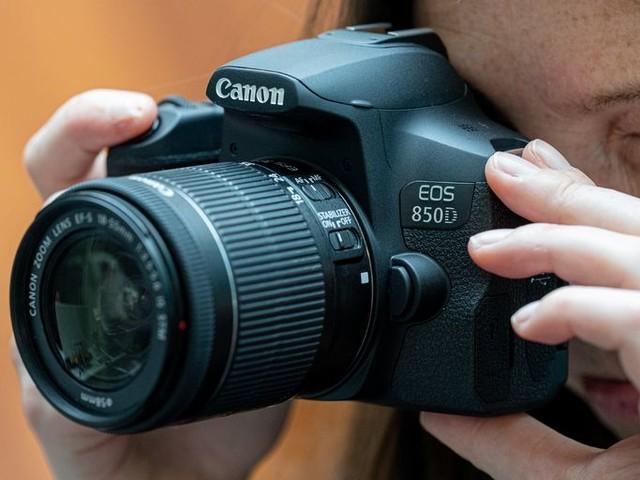 Actualité : Bon plan – Près de 200€ de remise sur le Canon EOS 850D avec un objectif 18-55mm et 2 accessoires Peak Design