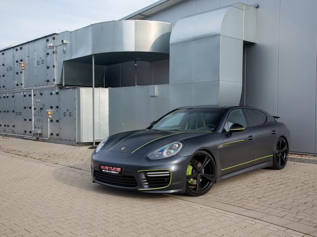 La Porsche Panamera qui se la jouait Lamborghini et Pagani